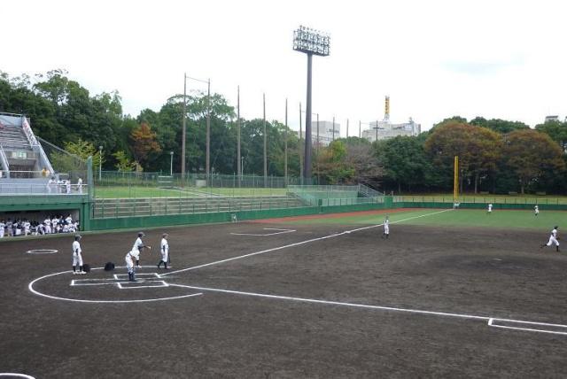 木製ベンチの野球場 (橿原球場・佐藤薬品スタジアム)|Mr ...